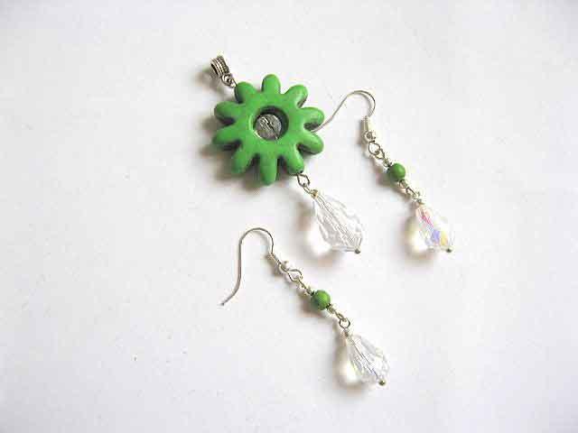 Bijuterie howlite verde cristale, set pandantiv floare si cercei 23507