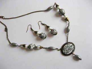 Bijuterii perle si bronz, colier si cercei 18900