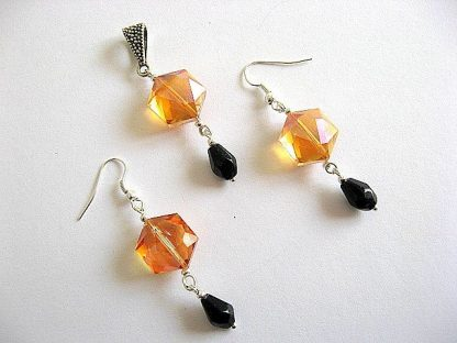 Cristale Swarovski orange si cristale sticla, set pandantiv si cercei 20664.