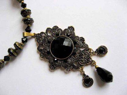 Cristale, onix si accesorii bronz, set colier si cercei 18687 vedere mai apropiata