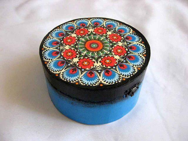 Cutie lemn pe rotund motiv traditional romanesc, cutie femei 28119