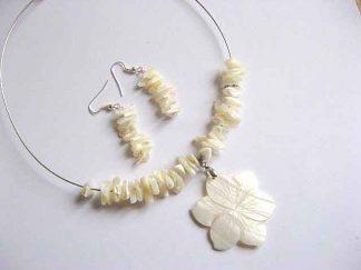 Floare alba pandantiv, colier si cercei, model bijuterie sidef 21145