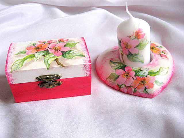 Flori de cires pe fond alb cu roz, set cutie si suport lumanare 24071