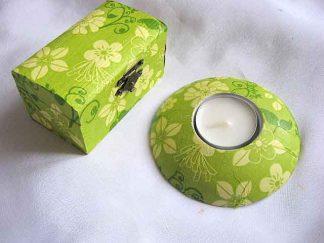 Flori galbene, frunze verde inchis, fond verde deschis, cutie suport lumanare 23264