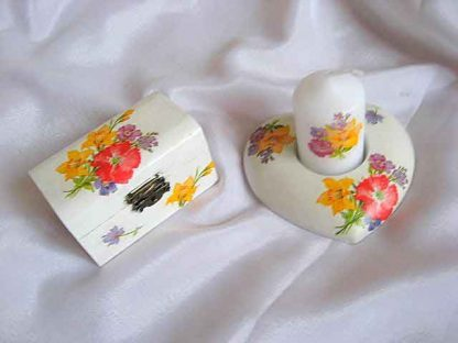 Flori galbene, rosii, mov si roz, fond alb, cutie suport lumanare 23818