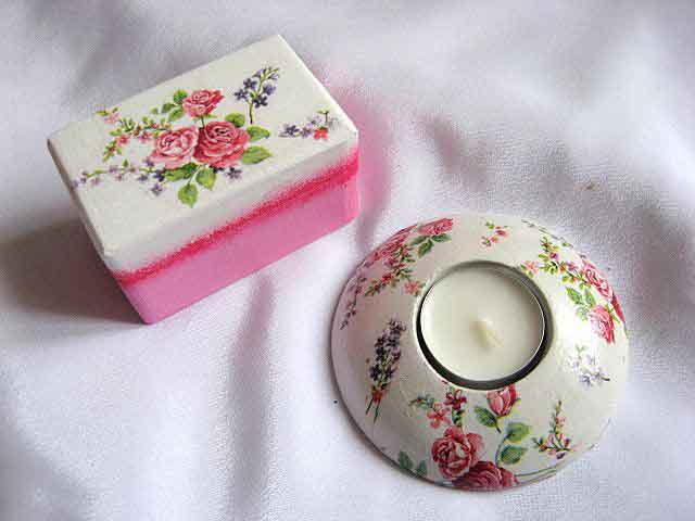 Flori lavanda si trandafiri, fond alb si roz, cutie suport lumanare 23274