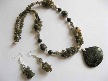 Labradorit, granat verde si agate, set bijuterie colier si cercei 19349