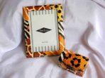 Model abstract culori portocaliu, maro, alb si negru cutie si rama 24568