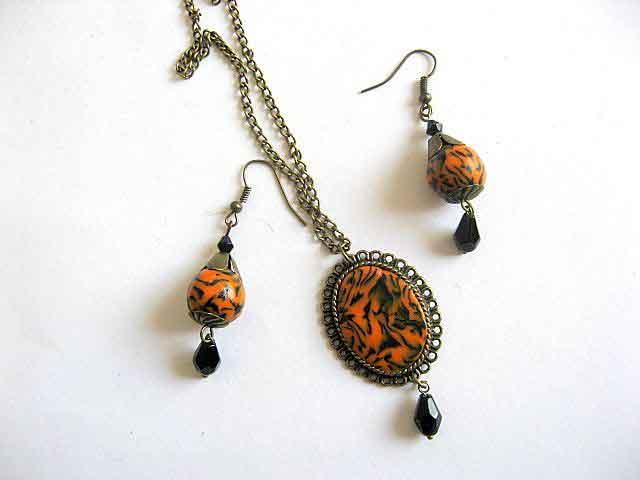 Model colier si cercei culori portocaliu cu negru 21673