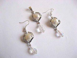 Model de bijuterie cristale si perle naturale pandantiv si cercei 24205