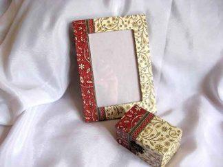 Model flori si frunze fond rosu si maro deschis cutie si rama 24564