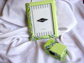 Modele florale pe fond verde si verde deschis, set cutie si rama 24562