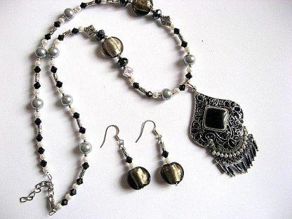 Perle sticla si cristale, set cercei si colier 23185