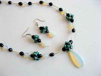 Piatra lunii si perle naturale, set bijuterii colier si cercei 17431