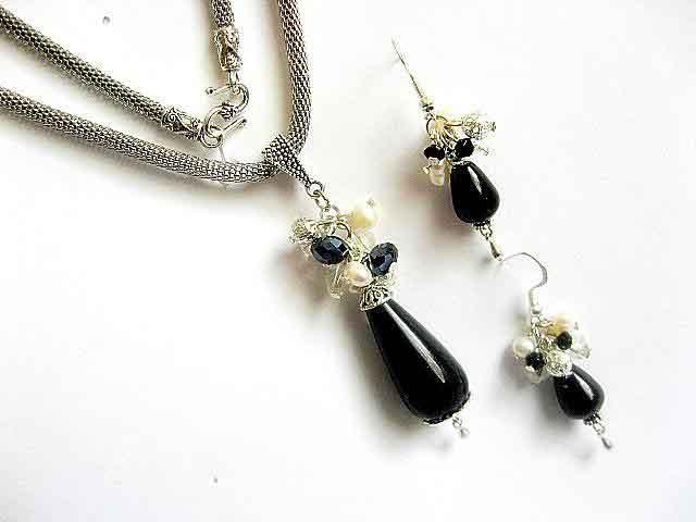 Pietre onix, perle de cultura si cristale, set colier si cercei 6844