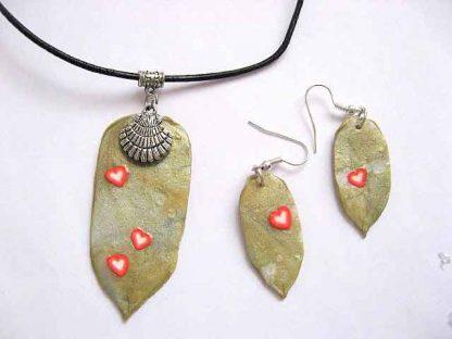Set bijuterie colier si cercei fimo frunze cu inimioare 23726