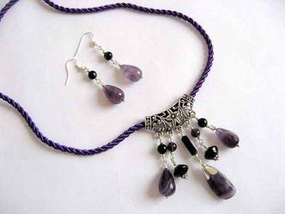 Set bijuterii colier si cercei pietre ametist si onix 18953