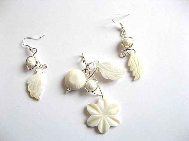 Sidef, coral alb si sarma argintata, set colier si cercei 20875
