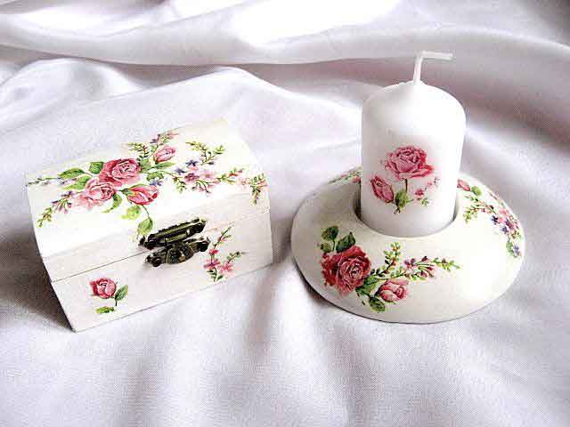 Trandafiri rosii pe fond alb, cutie suport lumanare 24074