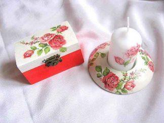 Trandafiri rosii pe fond alb si rosu deschis, cutie suport lumanare 24106