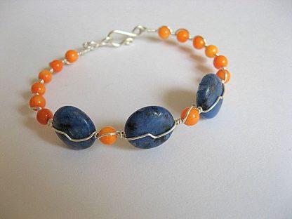 Bratara coral portocaliu si pietre agate albastru cu negru 20292