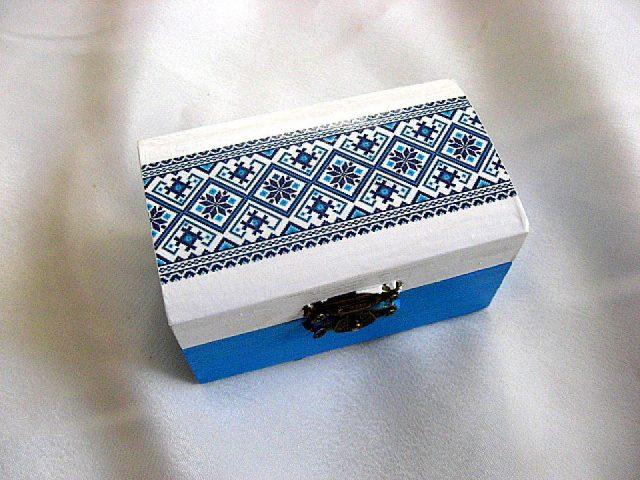 Cutie bijuterii albastru si alb cu motive traditionale romanesti 28220