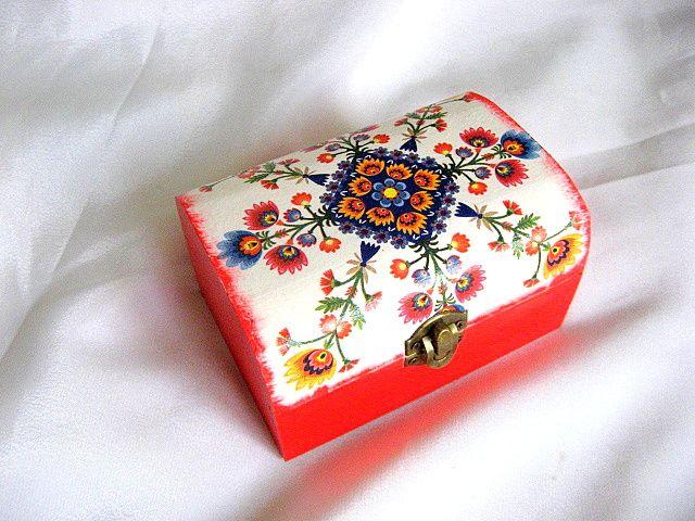 Cutie bijuterii decorata cu motiv traditional romanesc 26828.