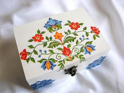 Cutie cu motive florale traditionale romanesti, cutie lemn 26378 poza a doua