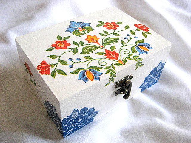 Cutie cu motive florale traditionale romanesti, cutie lemn 26378.
