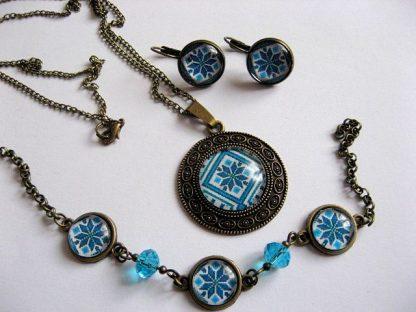 Pandantiv, cercei, bratara femei pe albastru motive populare romanesti 28245