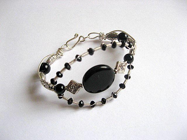 Bratara onix si cristale, pietre semipretioase si sarma argintata 21480