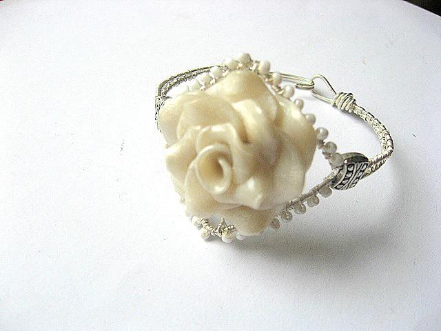 Bratara pasta polimerica trandafir fimo si sarma argintata nontarnish 7512.
