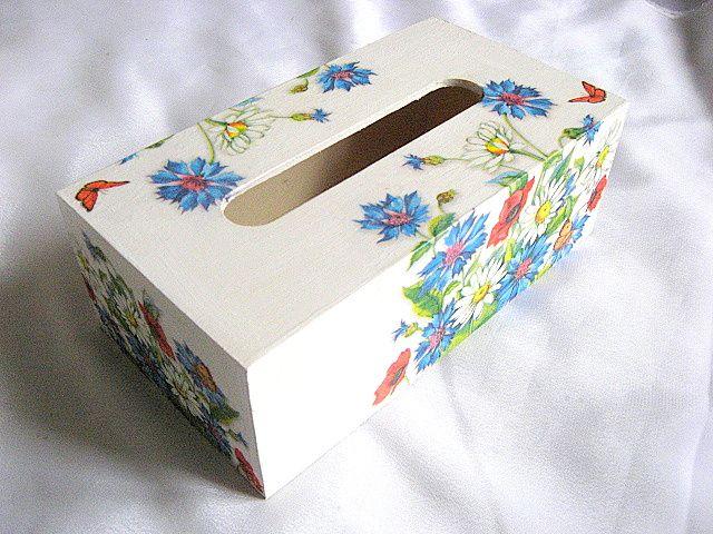 Cutie servetele flori maci, musetel, albastrele si fluturi pe fond alb 27647 a doua poza