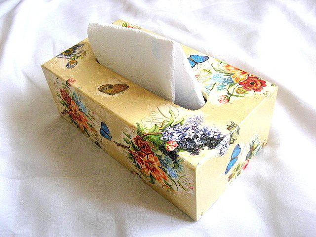Flori campenesti culori vii si fluturi albastri si galbeni, cutii servetele 26066