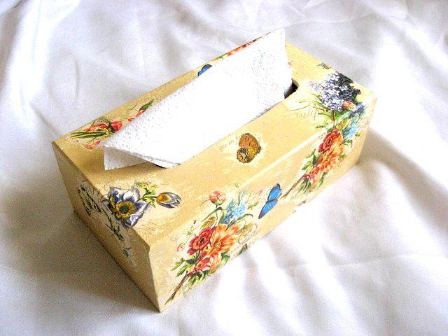 Flori campenesti culori vii si fluturi albastri si galbeni, cutii servetele 26066 poza 2