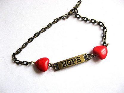 Inimioare rosii pietre howlite si placuta metalica speranta, bratara femei 21595