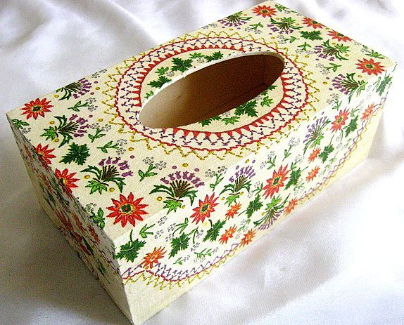 Motiv traditional floral, cutie servetele hartie model 28648