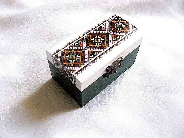 Motiv traditional pe cutie de lemn, cutie lemn accesorii si bijuterii femei 28549