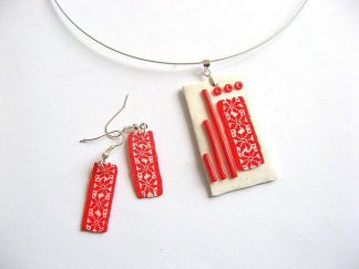 Motive traditionale culoare rosie fundal alb, bijuterie pasta polimerica 28533