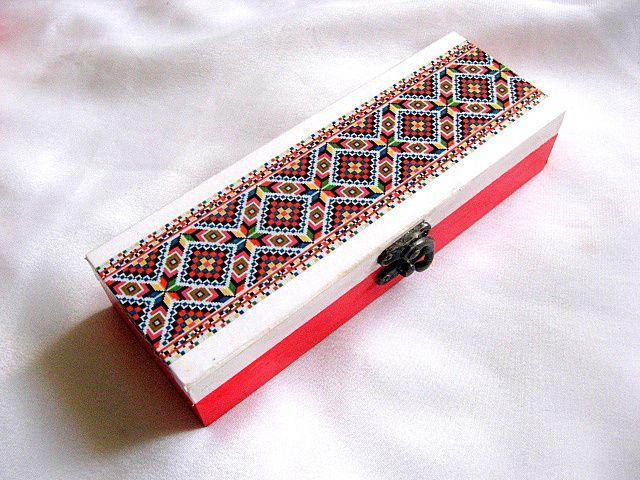 Produs lucrat manual cutie lemn motiv traditional hartie decoupage 28548
