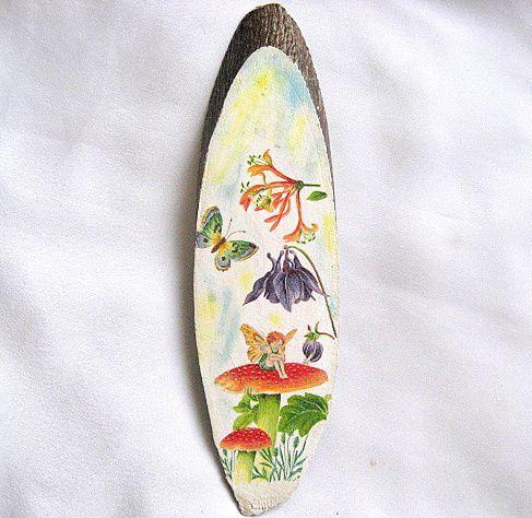 Spiridus pe ciuperca, fluture si flori, tablou pe lemn handmade 28555