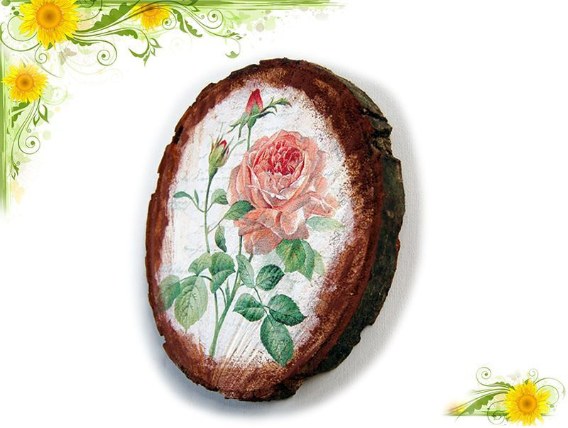 Tablou pe lemn natur cu model de trandafir inflorit si alti 2 imbobociti 5724 poza a 2a
