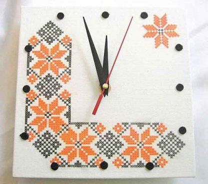 Ceas cu motive traditionale, ceas simplu de perete model 28623