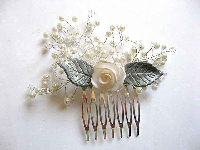 Floare si frunze fimo, perle sticla si sarma argintata pieptan mireasa