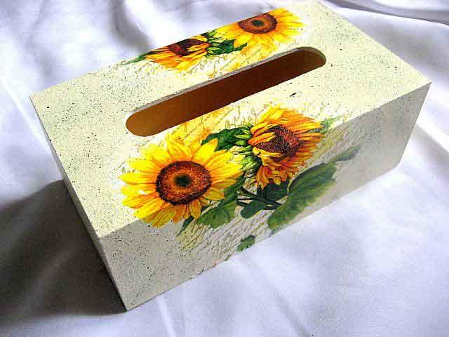Floarea soarelui pe fond vintage alb cu verde, cutie servetele handmade 28765