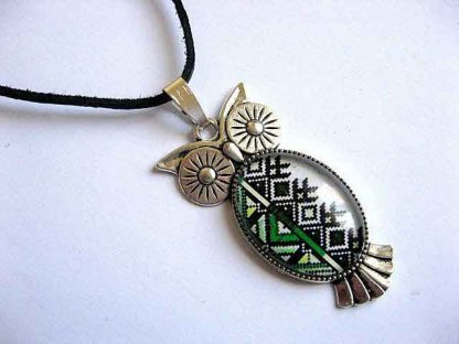 Pandantiv bufnita cu motiv traditional, argint tibetan si snur piele 28755