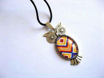 Pandantiv motiv traditional culori nationale, snur piele naturala model cod 28757