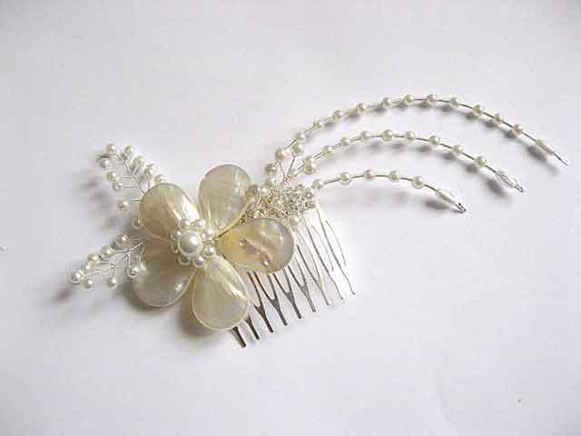 Pieptan mireasa, floare sidef, perle sticla si sarma argintata 25444
