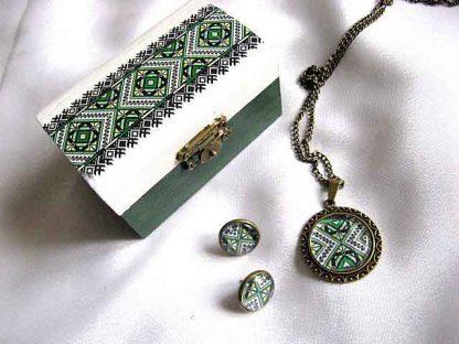 Set cadou, cutie, colier cu pandantiv si cercei cu motive traditional