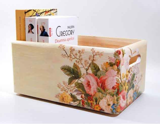 Aranjament floral culori pastelate pe ladita de lemn, ladita depozitare 7357 poza a 3a
